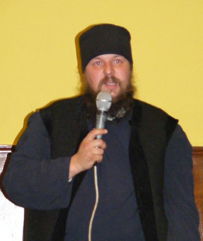 Părintele Eftimie Mitra de la Schitul Ortodox Huta despre cipuri, într-o conferință din 2009. – Știre preluată de lawww.roncea.ro.