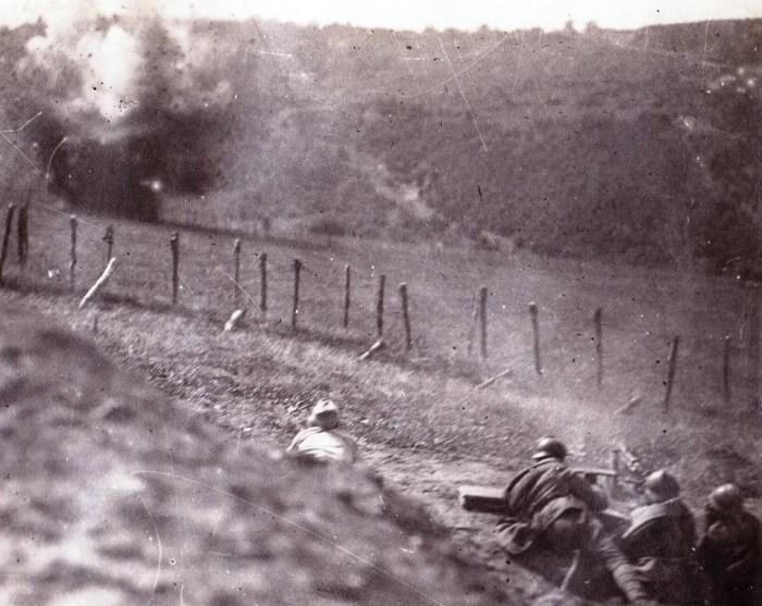 """Acum 100 de ani, la 11 iulie 1917, începeau luptele eroice de la Mărăşti. O Românie până atunci învinsă şi încolţită demonstra, prin curajul soldaţilor şi al ofiţerilor ei, că merita să fie mare.  Grigore Romalo, nepotul lui Iancu Bălăceanu, nota aceste rânduri în jurnalul lui de front, o comoară memorialistică inedită, păstrată cu grijă timp de un secol în arhiva familiei şi care urmează să fie publicată, la toamnă, în colecţia """"Istorie cu blazon"""" de la Editura Corint: """"Atacăm la ora 4 dimineaţa! […] Rachetele luminează în permanenţă, tunurile şi grenadele pe care nemţii încep să le arunce spre noi fac un zgomot infernal. Prima mea impresie este că aceste lumini strălucind de peste tot şi acest zgomot nu mai au nimic pământean în ele… o adevărată noapte a lui Dante. Nu mai gândim, acţionăm mecanic printr-o voinţă pe care am acumulat-o înainte: nimic nu mai contează, trebuie să mergem înainte orice o fi şi orice ai simţi"""" (Foto din Colectia DanRomalo)."""