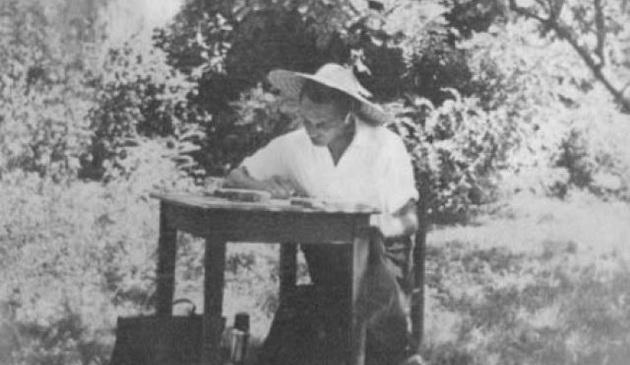 """Ionel Teodoreanu (6 ian 1897- 3 febr 1954), scriitorul Iașului nostru, despre el însuși: """"Atât doream: să stau în casă și să scriu, uitat de toți, cu lampă, cafeaua neagră și țigara (…) Literatura n-aș fi cedat-o însă nimănui. Îmi dădeam seama că literatura pentru cel care o are în sânge nu e altceva decât un mod de a trăi. A renunța la literatură ar fi însemnat pentru mine a renunța la cea mai substanțială și veridică formă a vieții mele."""" – De la situl www.istorie-pe-scurt.ro"""