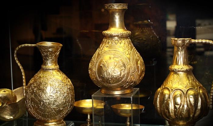 Tezaurul de aur de la Sînnicolaul Mare, aflat la/deținut de Muzeul de Artă din Viena, care nu a fost NICIODATĂ expus în țara care l-a creat și în care s-a descoperit. – Articol publicat de www.ziarulnatiunea.ro, în2015.