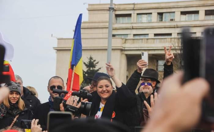 De rusi ne aparam cu prastiile. Cine ne apara însa de Traian Basescu si MugurIsarescu?